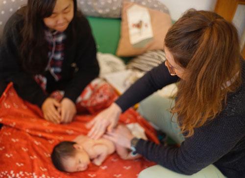 Die Babymassage – wie du die Entwicklung und Gesundheit durch Massage fördern kannst.